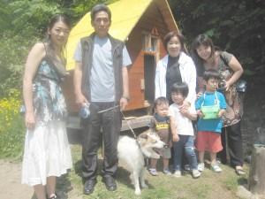 タク(雑種)とご家族。よく見ると豪太朗も混ざってます!2009.7.5