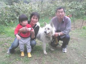 クッキー(雑種)の飼い主さんとまだ赤ちゃんの豪太朗。飼い主さんは年に数回は必ずクッキーに会いに東京からやって来てくれていました。感謝2007.5.21